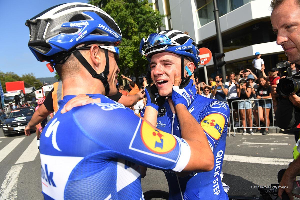 Enric Mas felicita a Remco Evenepoel tras ganar la Clásica de San Sebastián