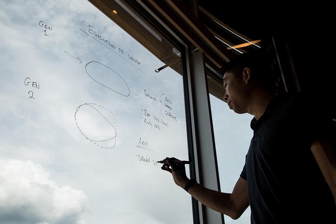 Chris Yu en la presentación de la S-Works Venge Disc