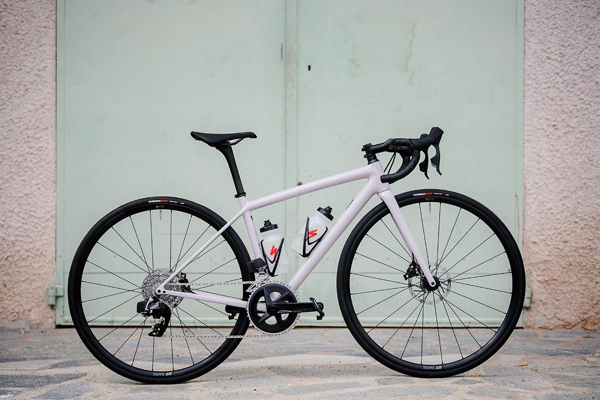 Las Specialized Tarmac SL7, Roubaix y Aethos Comp con el nuevo SRAM Rival eTap AXS