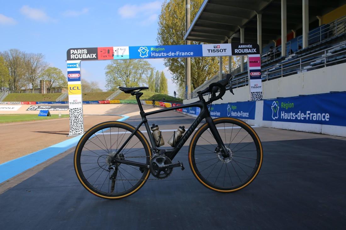 Specialized Roubaix en el velódromo de Roubaix