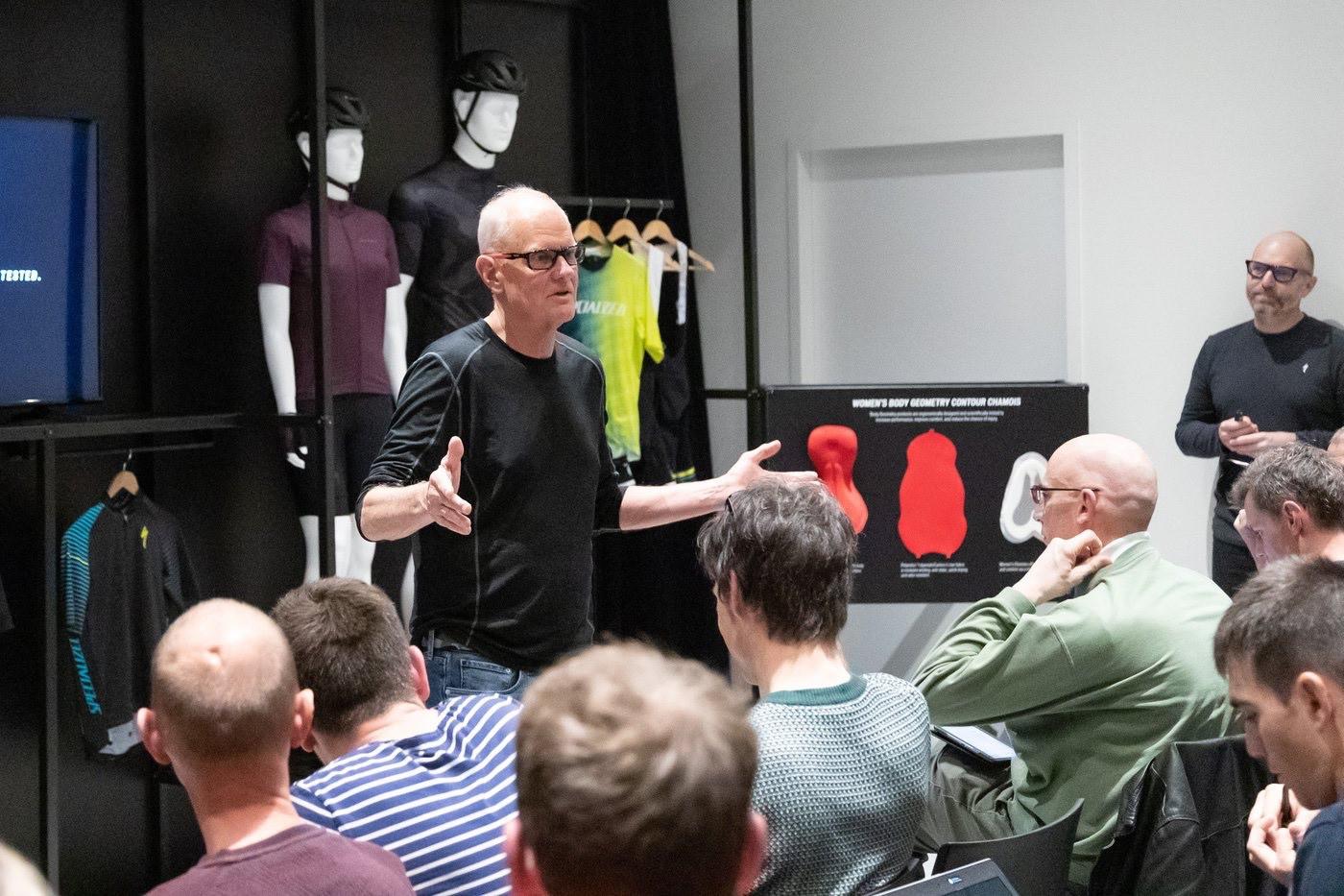 Mike Sinyard en la presentación de la Specialized Roubaix 2020