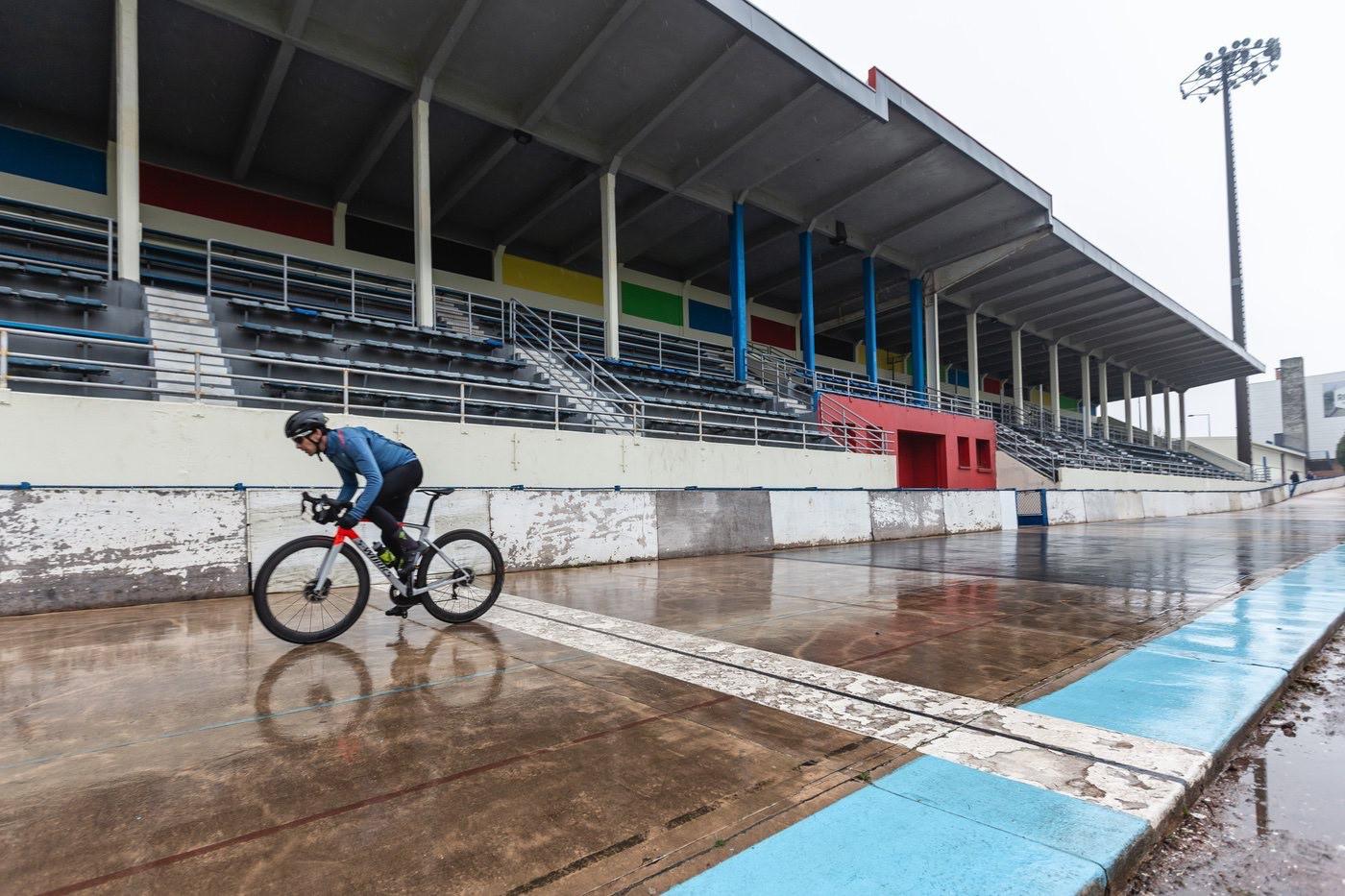 En el velódromo de Roubaix con la nueva Specialized Roubaix