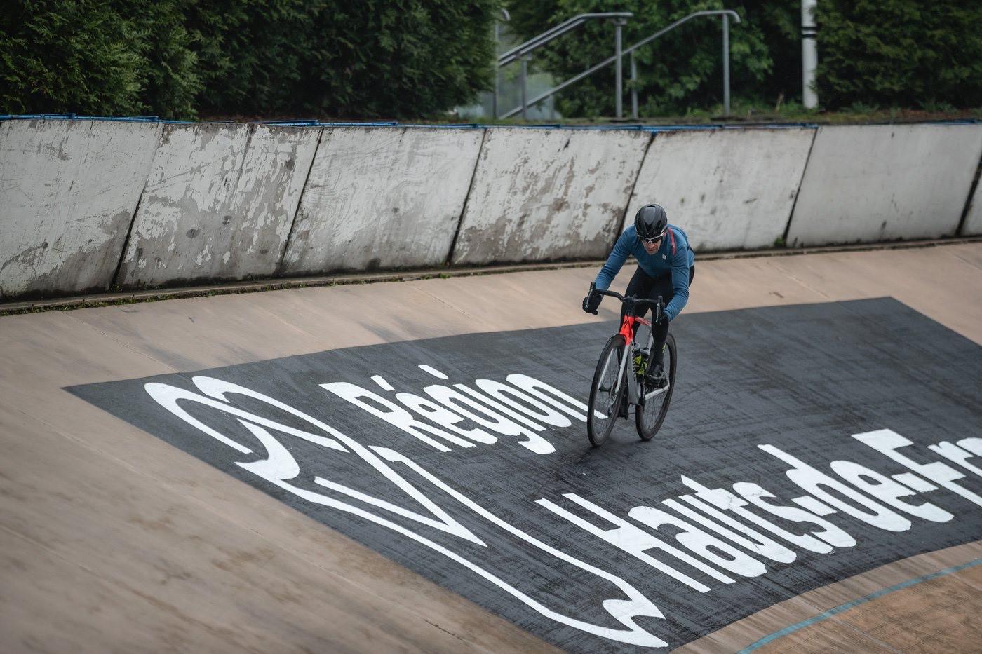 Specialized Roubaix 2020 en el velódromo de Roubaix