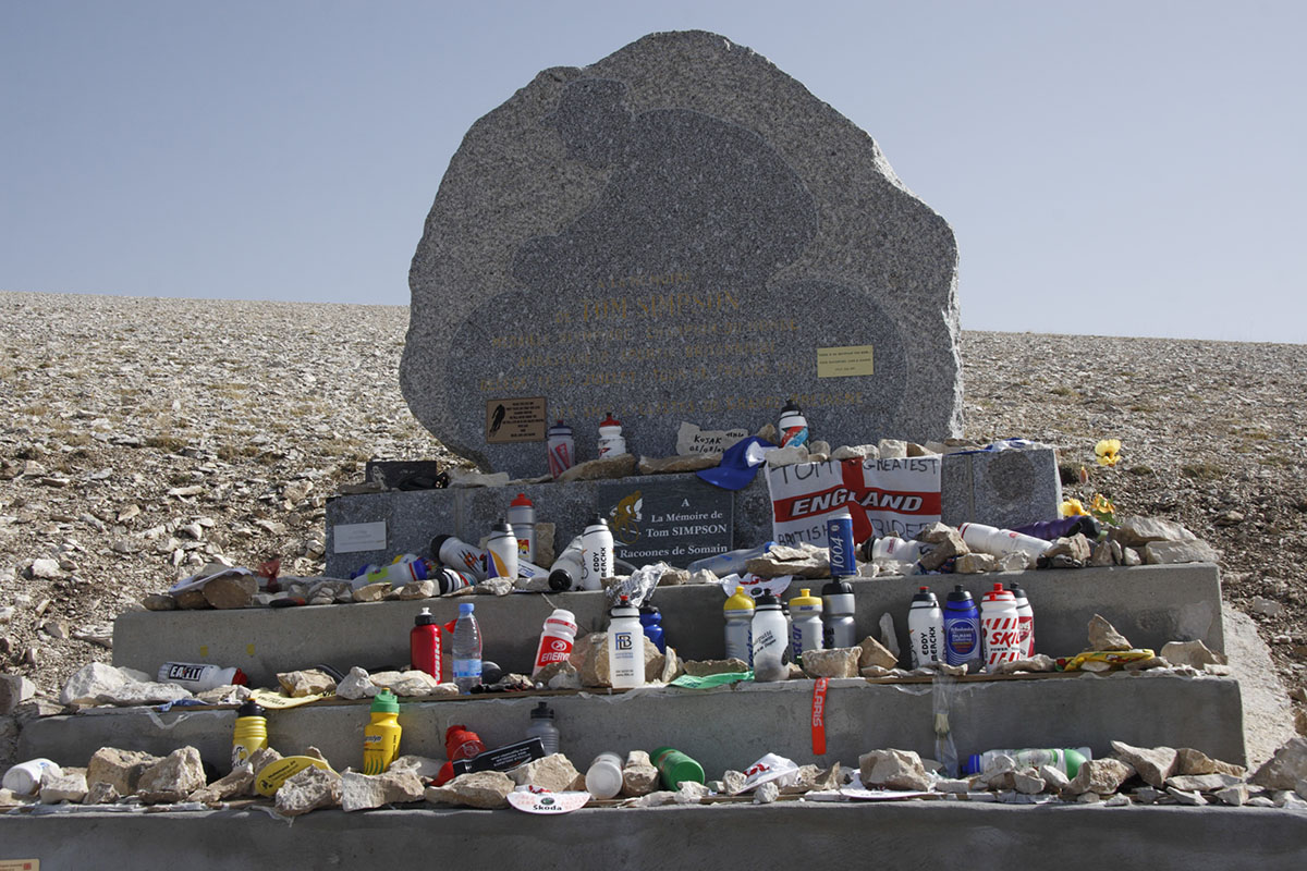 Monumento homenaje a Tom Simpson en el Mont Ventoux