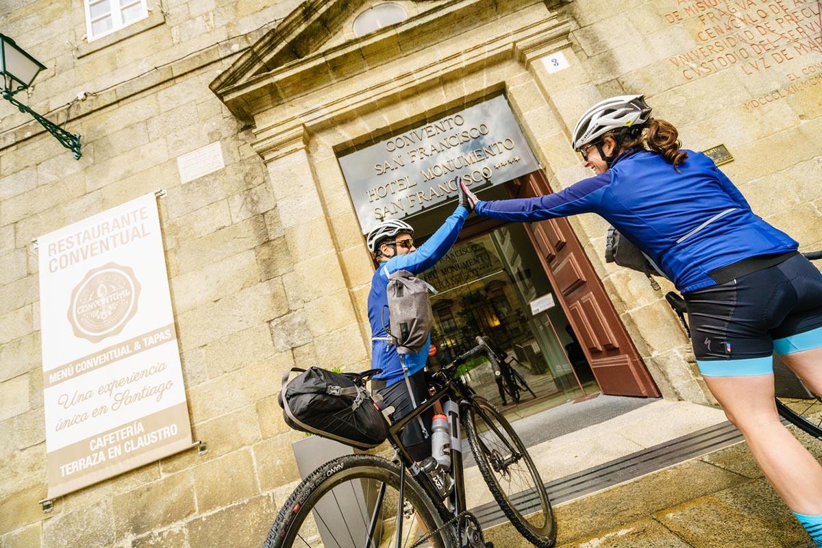 Vacaciones en bici, consejos prácticos: viajar con bici de carretera o gravel